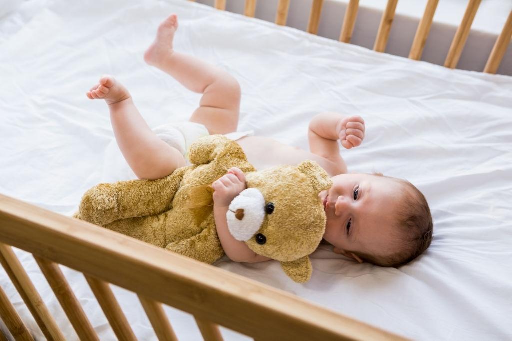 Em bé sơ sinh không bắt buộc nằm gối