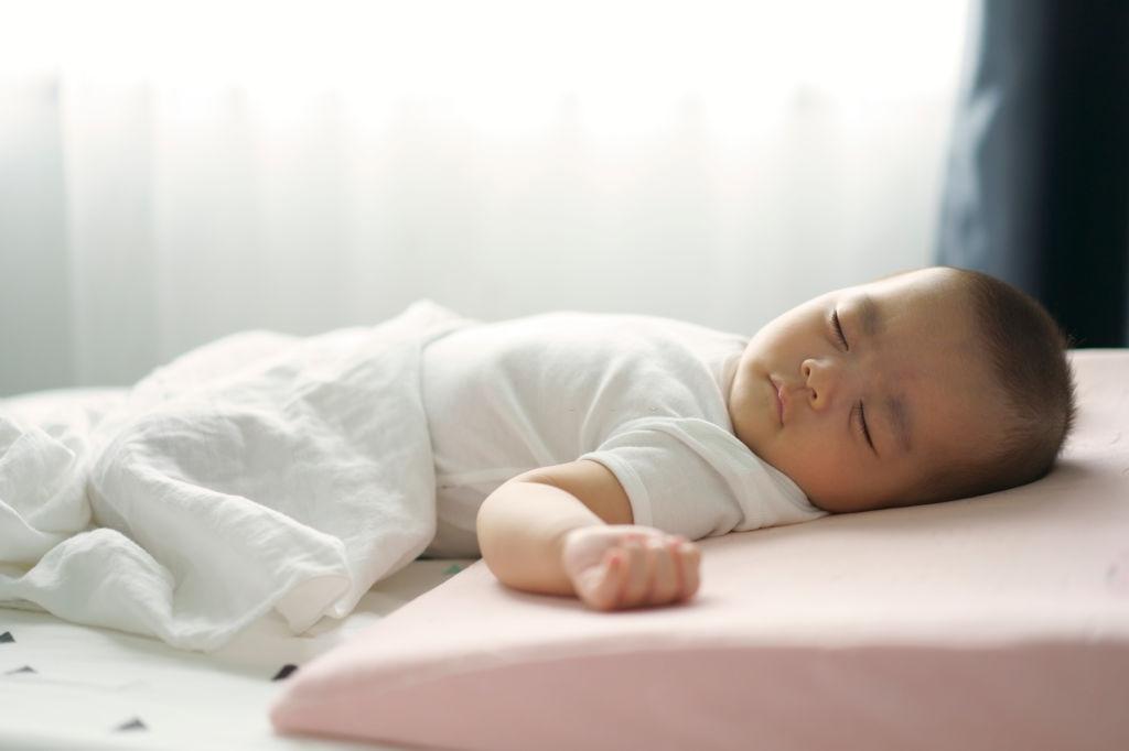 Gối đầu cho em bé
